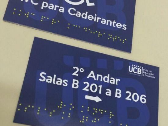 Placa com identificação em Braille